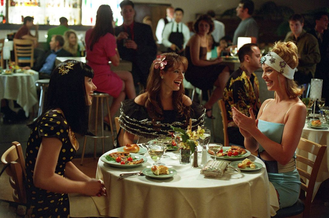 Drei Jahre lang haben Romy (Katherine Heigl r.) und Michele (Alex Breckenridge, l.) verzweifelt jeden Penny gespart, um sich ihren großen Traum zu... - Bildquelle: Touchstone Television