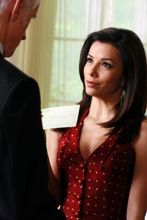 Victor Lang (John Slattery, l.) hat ein Auge auf Gabrielle (Eva Longoria, r.) geworfen und hat deshalb einen Plan wie er an ein Date mit ihr kommt ... - Bildquelle: 2005 Touchstone Television  All Rights Reserved