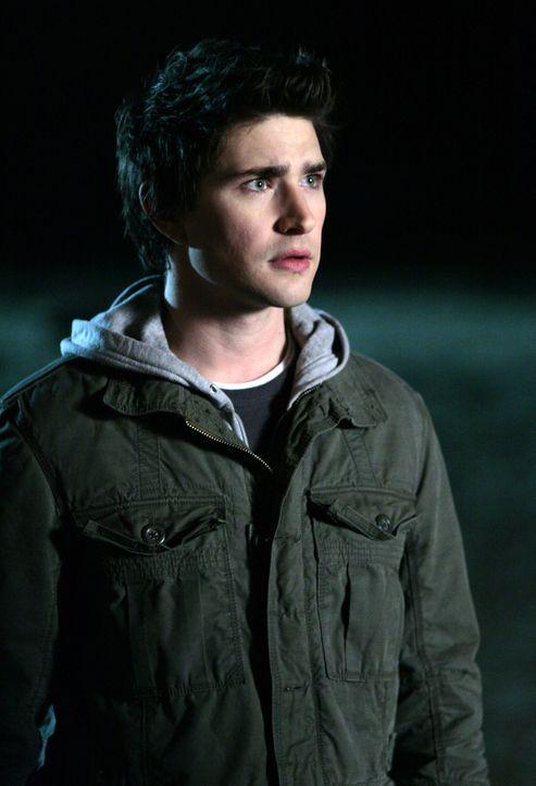 Er ist in Erklärungsnot: Kyle (Matt Dallas) hat Angst, seinem Freund zu gestehen, was er wirklich macht, wenn er sich wieder einmal verdrückt ... - Bildquelle: TOUCHSTONE TELEVISION
