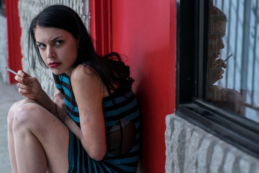 Die 17-jährige Hazel (Sonya Proehl) bekommt von dem Vater einer Freundin ein Jobangebot. Doch schnell muss sie feststellen, dass der Mann in Wahrhei... - Bildquelle: Darren Goldstein Cineflix 2015