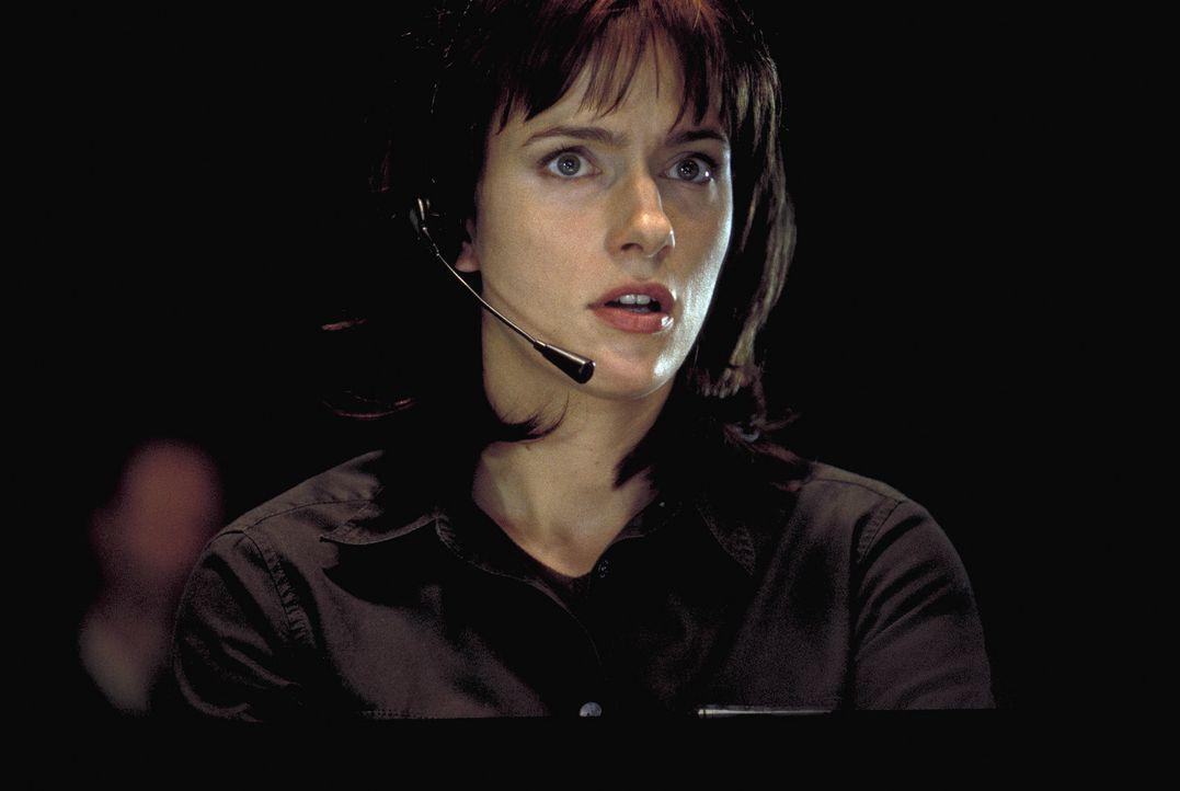 Für die Sicherheit des Castor-Transports ist die karrierebewusste Polizistin Nadja (Claudia Michelsen) verantwortlich. Als der Transport entführt... - Bildquelle: Jiri Hanzl ProSieben