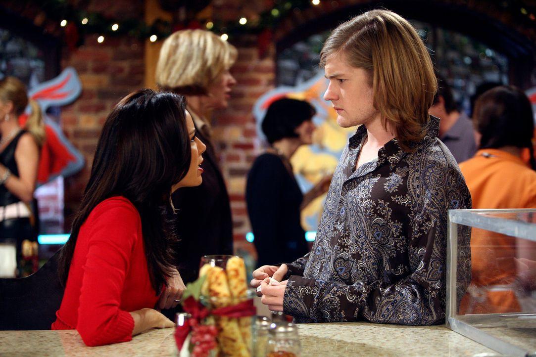 Klare Worte: Gabrielle (Eva Longoria, l.) macht Zach (Cody Kasch, r.) ein für alle mal klar, dass sie nichts von ihm will … - Bildquelle: 2005 Touchstone Television  All Rights Reserved