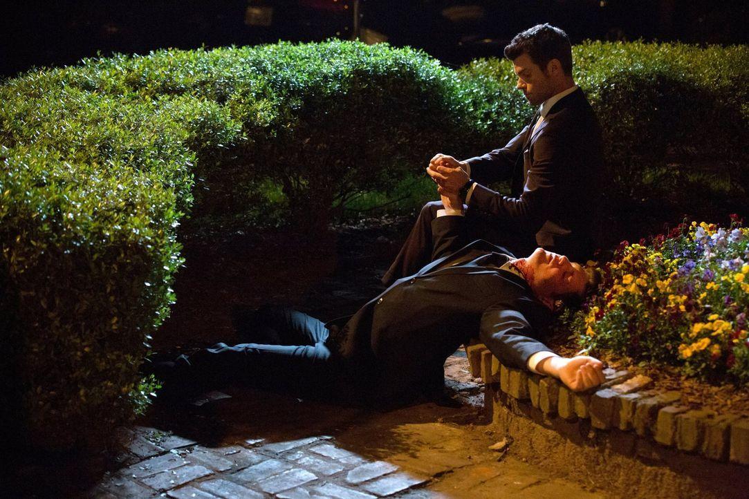 Gelingt es Elijah (Daniel Gillies), die neue Anführerin im French Quarter Francesca zu besiegen? - Bildquelle: Warner Bros. Television