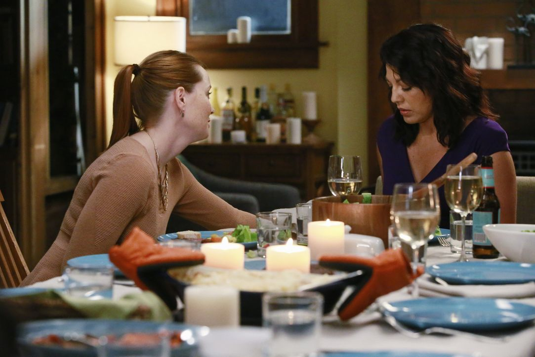 Wird die Tatsache, dass Penny (Samantha Sloyan, l.) die Ärztin ist, aufgrund deren Fehlentscheidung Derek starb, die Beziehung zu Callie (Sara Ramir... - Bildquelle: Mitchell Haaseth ABC Studios