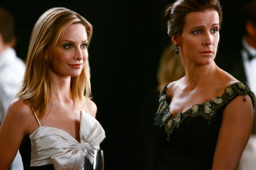 Haben keinerlei Lust auf die alljährliche Benefizveranstaltung: Sarah (Rachel Griffiths, r.) und Kitty (Calista Flockhart, l.) ... - Bildquelle: Disney - ABC International Television