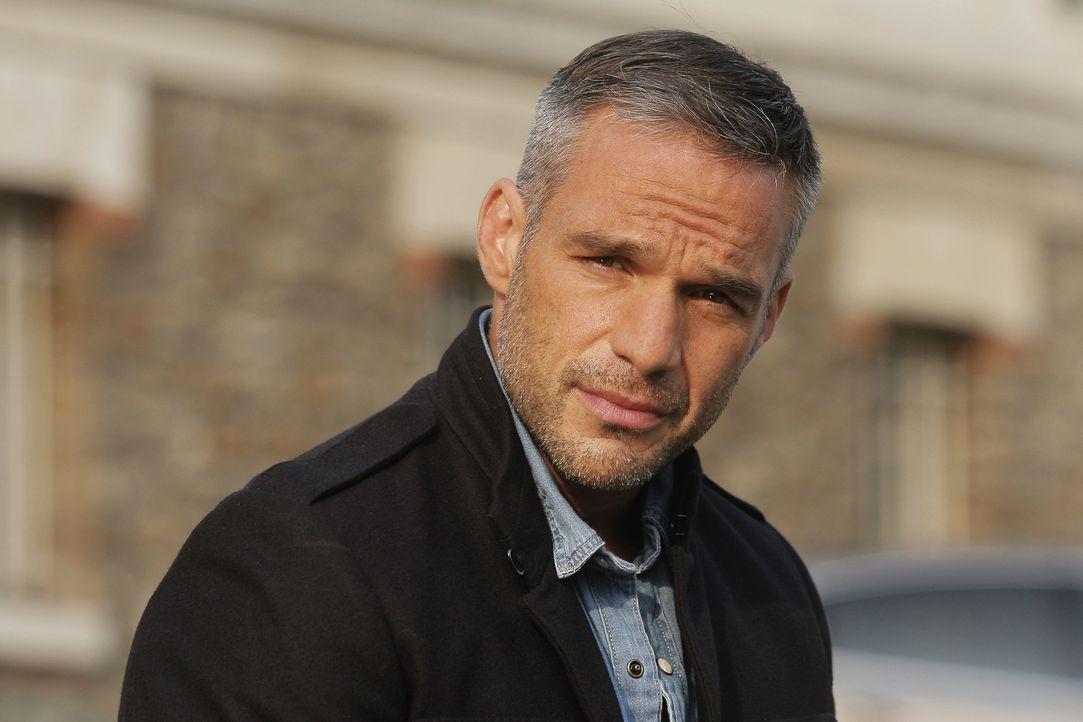 Ein Mordfall entwickelt sich für Rocher (Philippe Bas) und sein Team zu einer wahren Herausforderung, als sie erkennen, was wirklich dahintersteckt... - Bildquelle: 2014 BEAUBOURG AUDIOVISUEL