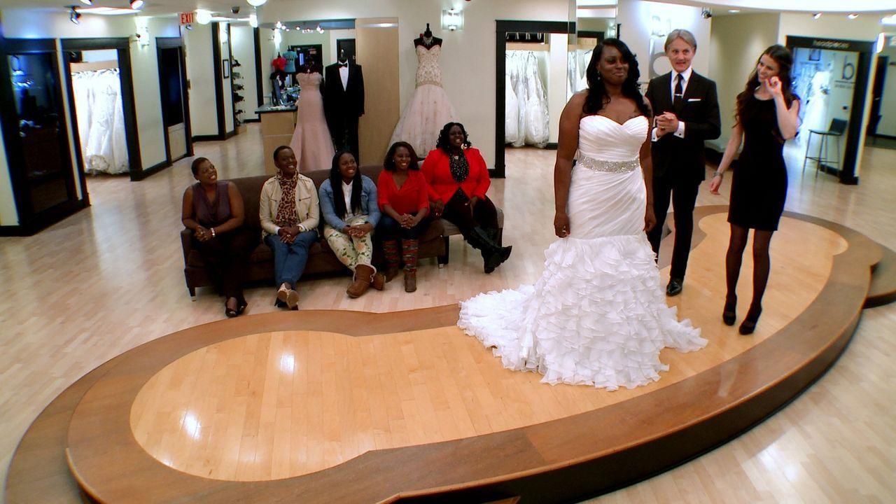 Christine fühlt sich von ihre sich duellierenden Töchtern eingeengt, wird sie so ihr Hochzeitkleid finden? - Bildquelle: Discovery Communications