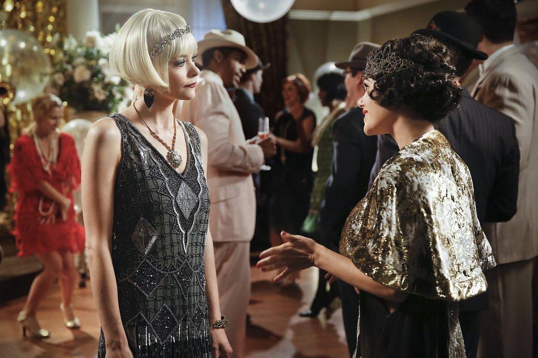 Als Lemon (Jaime King, l.) in die Stadt zurückkehrt, freut sie sich nicht besonders, Zoe (Rachel Bilson, r.) wiederzusehen ... - Bildquelle: Warner Brothers