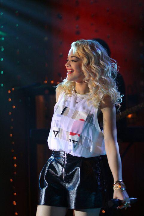 Die Sängerin Rita Ora (Rita Ora) sorgt für gute Stimmung auf Dixons Party. - Bildquelle: 2012 The CW Network. All Rights Reserved.
