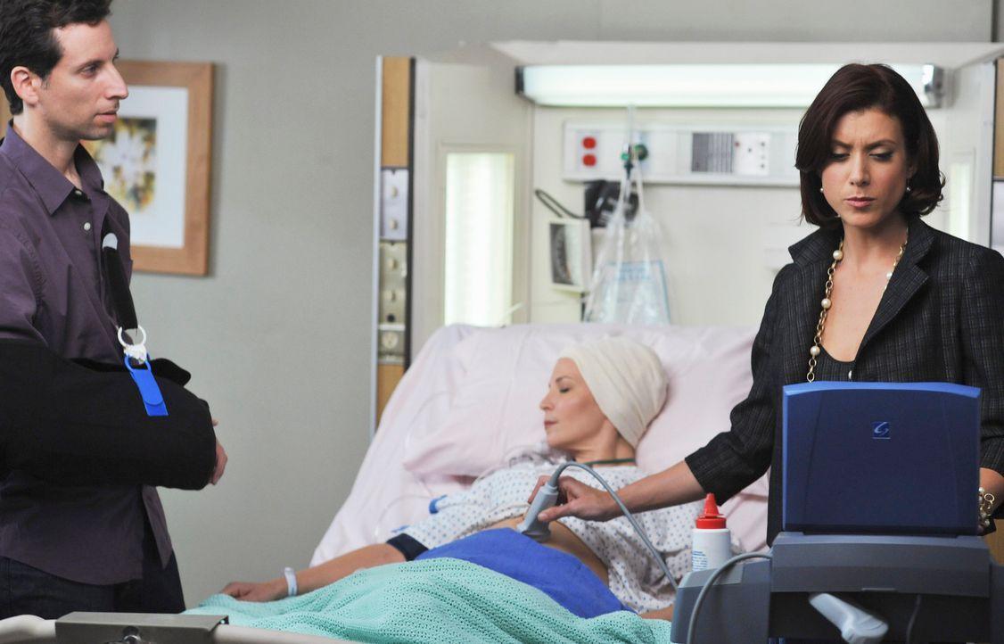 Addsion (Kate Walsh, r.) kümmert sich um die schwangere Jen (Jennifer Westfeldt, M.). Es ist noch nicht klar, ob sie und das Baby alles überstehen w... - Bildquelle: ABC Studios