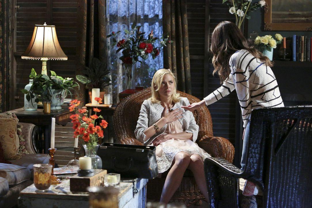 Lemon (Jaime King, l.) ist davon überzeugt, dass sie keine Hilfe von irgendjemandem braucht, aber Zoes (Rachel Bilson, r.) Hilfe kann sie dann doch... - Bildquelle: Warner Bros.