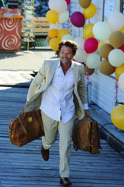 Onkel Marty (Harry Hamlin) freut sich auf die Hochzeit seiner Nichte Trish - doch ob diese überhaupt stattfindet, weiß momentan noch keiner ... - Bildquelle: 2009 CBS Studios Inc. All Rights Reserved.