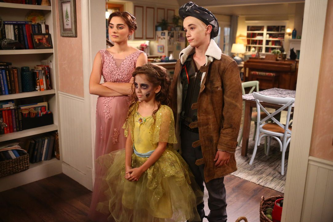 (v.l.n.r.) Taylor (Meg Donnelly); Anna-Kat (Julia Butters); Greg (Diedrich Bader) - Bildquelle: Michael Ansell 2017 American Broadcasting Companies, Inc. All rights reserved. / Michael Ansell