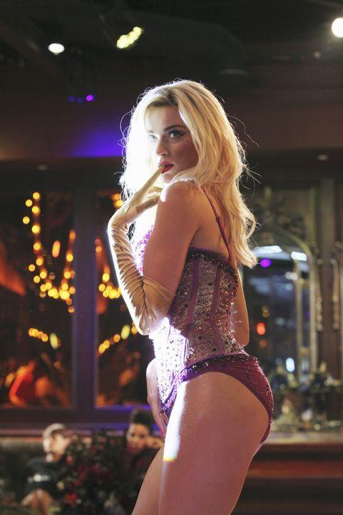 In einem ziemlich abgedrehten Club heißt die Tänzerin Kitty Canary (Lisa O'Hare) den Männern richtig ein. - Bildquelle: 2010 American Broadcasting Companies, Inc. All rights reserved.