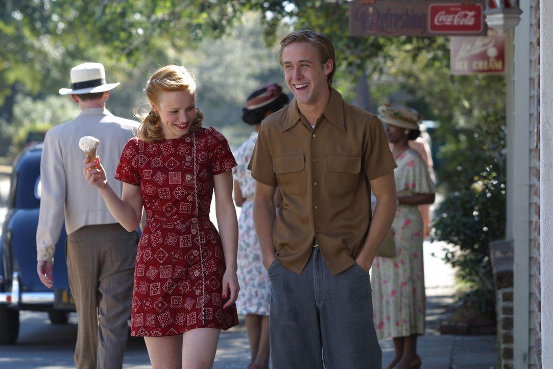 Erleben die große Liebe mit allen Höhen und Tiefen: Noah (Ryan Gosling, r.) und Allie (Rachel McAdams, l.) ... - Bildquelle: Warner Brothers International Television
