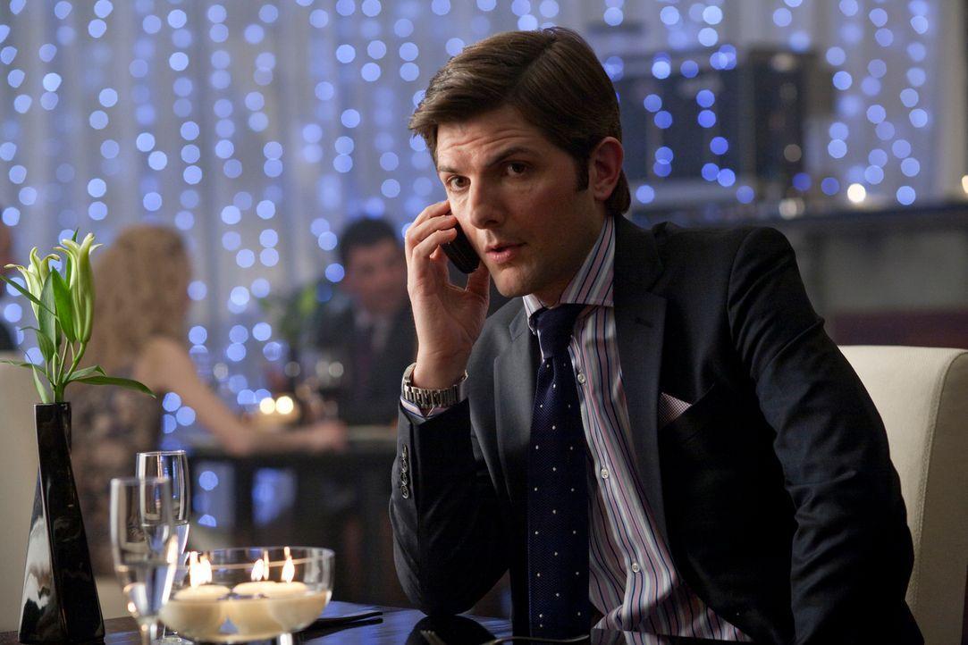 Er lebt vor allem für seine Arbeit, seine Freundin Anna kommt da erst an zweiter Stelle: Jeremy (Adam Scott) ... - Bildquelle: 2010 Universal Studios