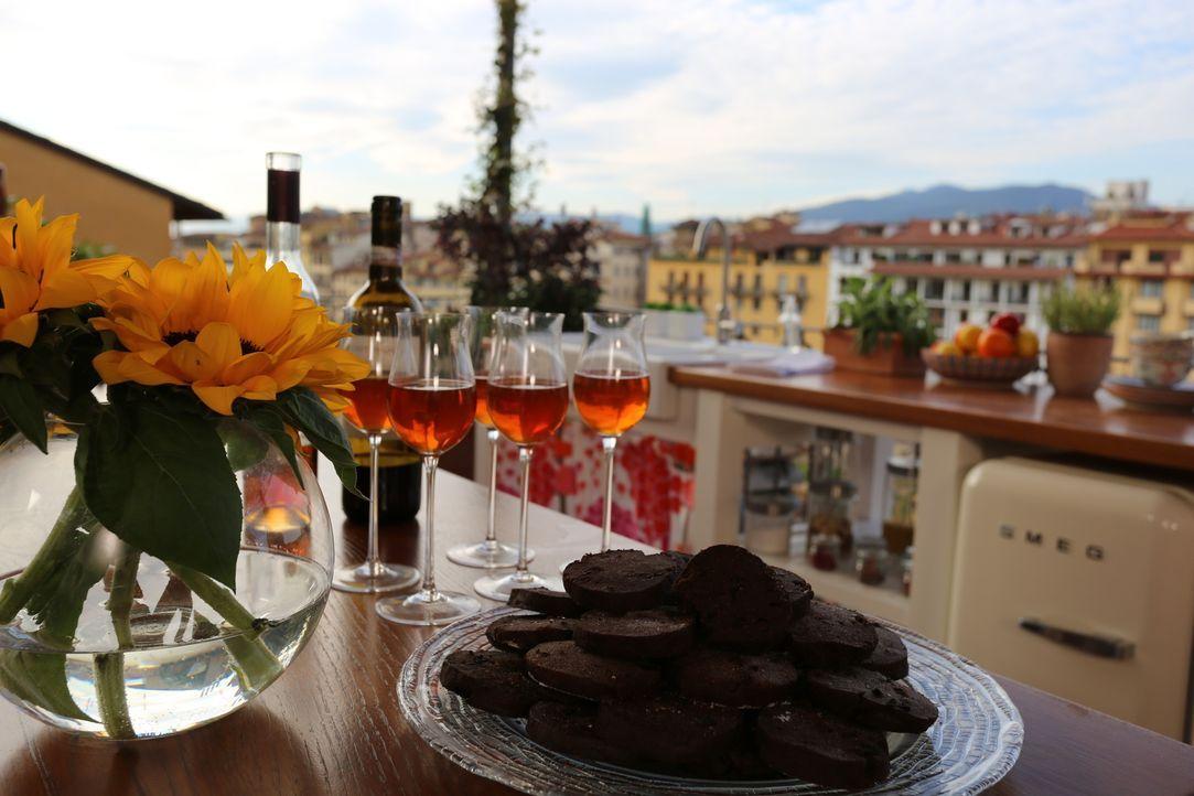 Als Dessert hat sich Giada einen Klassiker überlegt. Biscotti und süßer Wein soll die Gaumen ihrer Gäste verwöhnen ... - Bildquelle: 2016,Television Food Network, G.P. All Rights Reserved