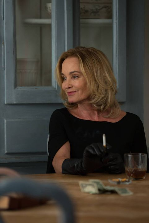 Fiona (Jessica Lange) versucht, eine gefährliche Allianz zu schließen ... - Bildquelle: 2013-2014 Fox and its related entities. All rights reserved.