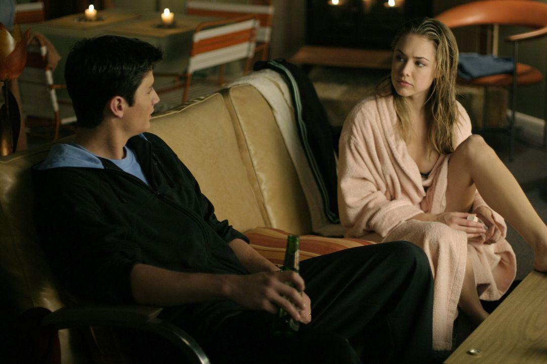 Nathan (James Lafferty, l.) und Taylor (Lindsey McKeon, r.) haben ein Geheimnis, das niemals gelüftet werden darf ... - Bildquelle: Warner Bros. Pictures