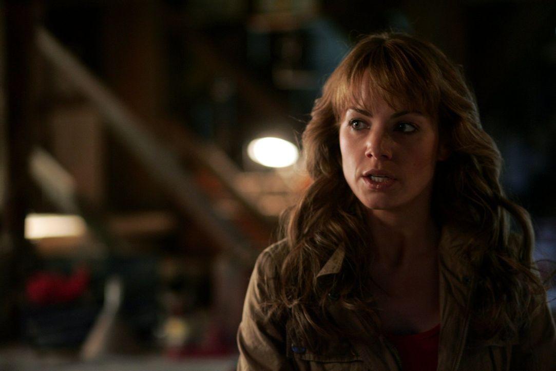 Kann Clark Lois (Erica Durance) retten, bevor der modifizierte Supersoldat auf sie losgeht? - Bildquelle: Warner Bros.
