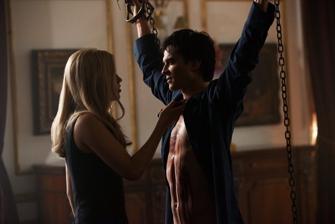 Für Rebekah (Claire Holt, l.) ist die Zeit gekommen, um sich an Damon (Ian Somerhalder, r.) zu rächen ... - Bildquelle: Warner Brothers Entertainment Inc.