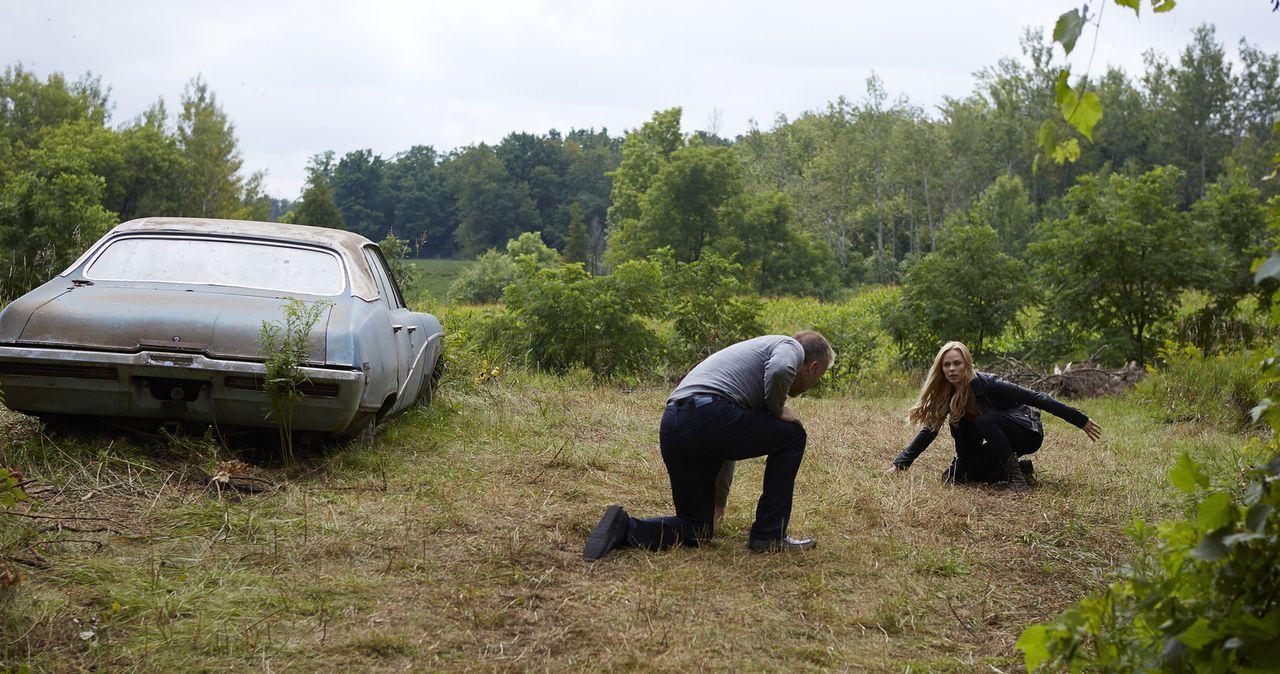Wird es Elena (Laura Vandervoort, r.) tatsächlich gelingen, Malcolm (James McGowan, l.) nun endgültig töten? - Bildquelle: 2015 She-Wolf Season 2 Productions Inc.