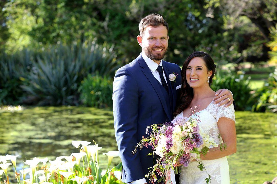 Vanessa (r.) kommen während ihrer Anprobe letzte Zweifel und dann hat sie auch noch auf dem Weg zum Altar eine Autopanne - findet die Hochzeit mit A... - Bildquelle: Nigel Wright ENDEMOLSHINE AUSTRALIA AND CHANNEL NINE