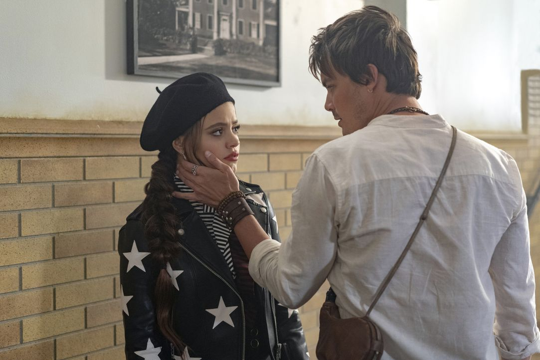 Maggie Vera (Sarah Jeffery, l.); Viralis (Tyler Blackburn, r.) - Bildquelle: Colin Bentley 2019 The CW Network, LLC. All rights reserved. / Colin Bentley