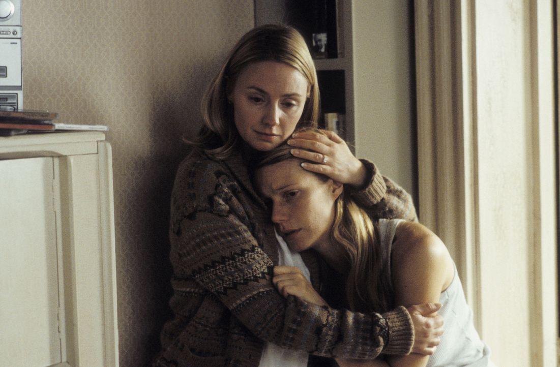 Catherine (Gwyneth Paltrow, r.) hat Angst, nicht nur die Genialität ihres Vaters, sondern auch dessen Krankheit geerbt zu haben. Ihr Schwester Clai... - Bildquelle: 2003 Miramax Films. All Rights Reserved.