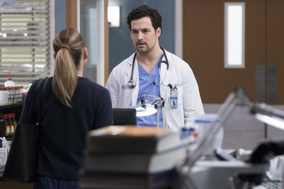 Dr. Meredith Grey (Ellen Pompeo, l.); Dr. Andrew DeLuca (Giacomo Gianniotti, r.) - Bildquelle: Eric McCandless ABC Studios / Eric McCandless