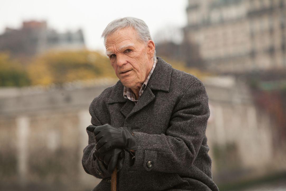 Kann der alte Inspektor Pierre Barreau (Darsteller unbekannt) dabei helfen einen Mordfall aufzuklären, der in der Art und Weise an einen alten Fall... - Bildquelle: Jaïr Sfez 2012 BEAUBOURG AUDIOVISUEL