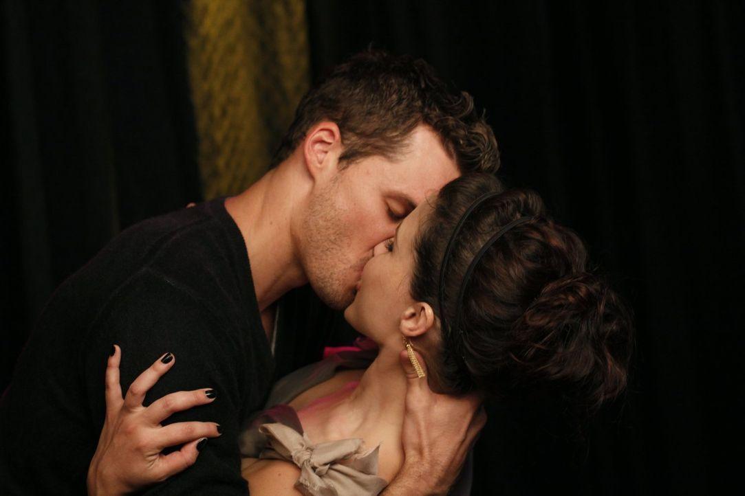 Für Julian (Austin Nichols, l.) ist Brooke (Sophia Bush, r.) einfach die schönste Frau ... - Bildquelle: Warner Bros. Pictures