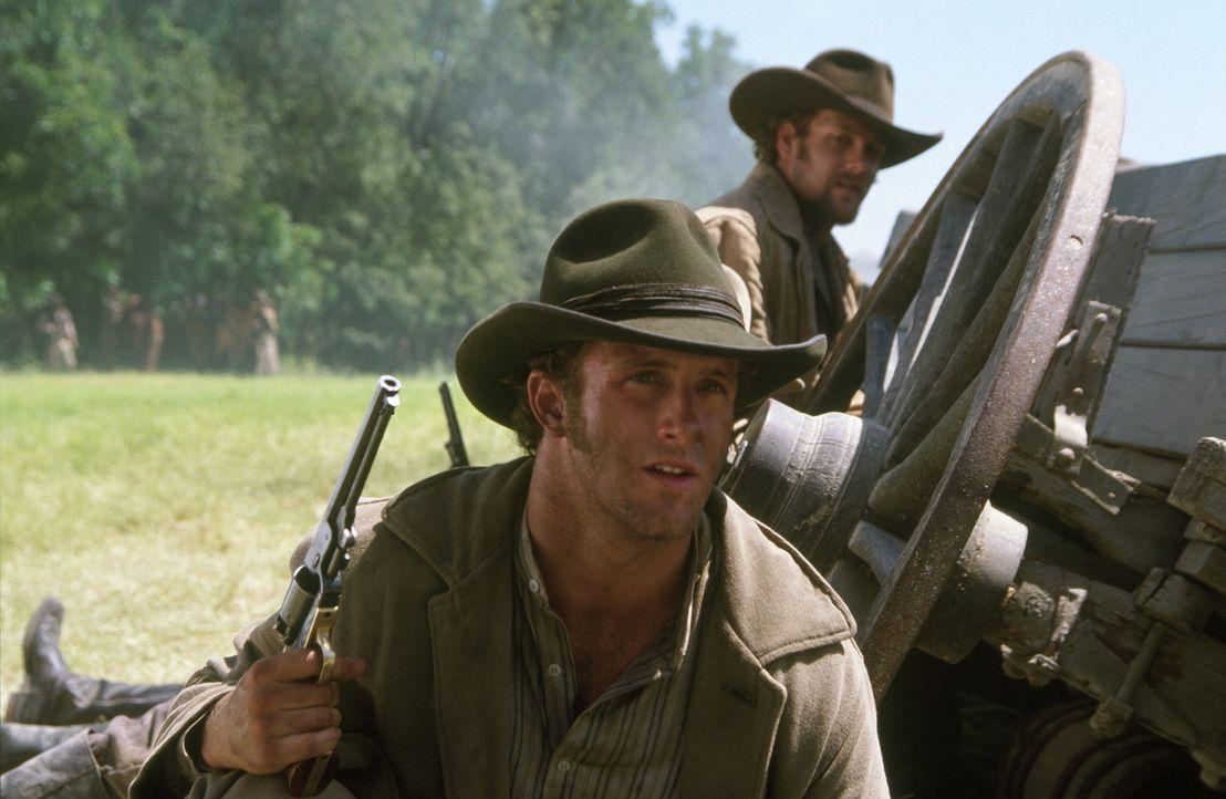 Cole Younger (Scott Caan) und Frank James (Gabriel Macht) müssen sich gegen die Pinkerton-Leute ihrer Haut wehren ... - Bildquelle: Warner Bros.