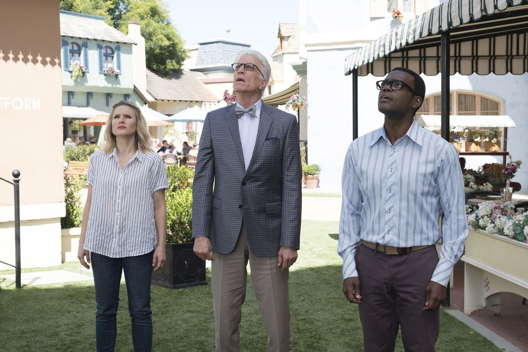 Halten eine Krisensitzung darüber, was sie mit Derek anstellen sollen: Eleanor (Kristen Bell, l.), Michael (Ted Danson, M.) und Chidi (William Jacks... - Bildquelle: Colleen Hayes 2017 Universal Television LLC. ALL RIGHTS RESERVED.