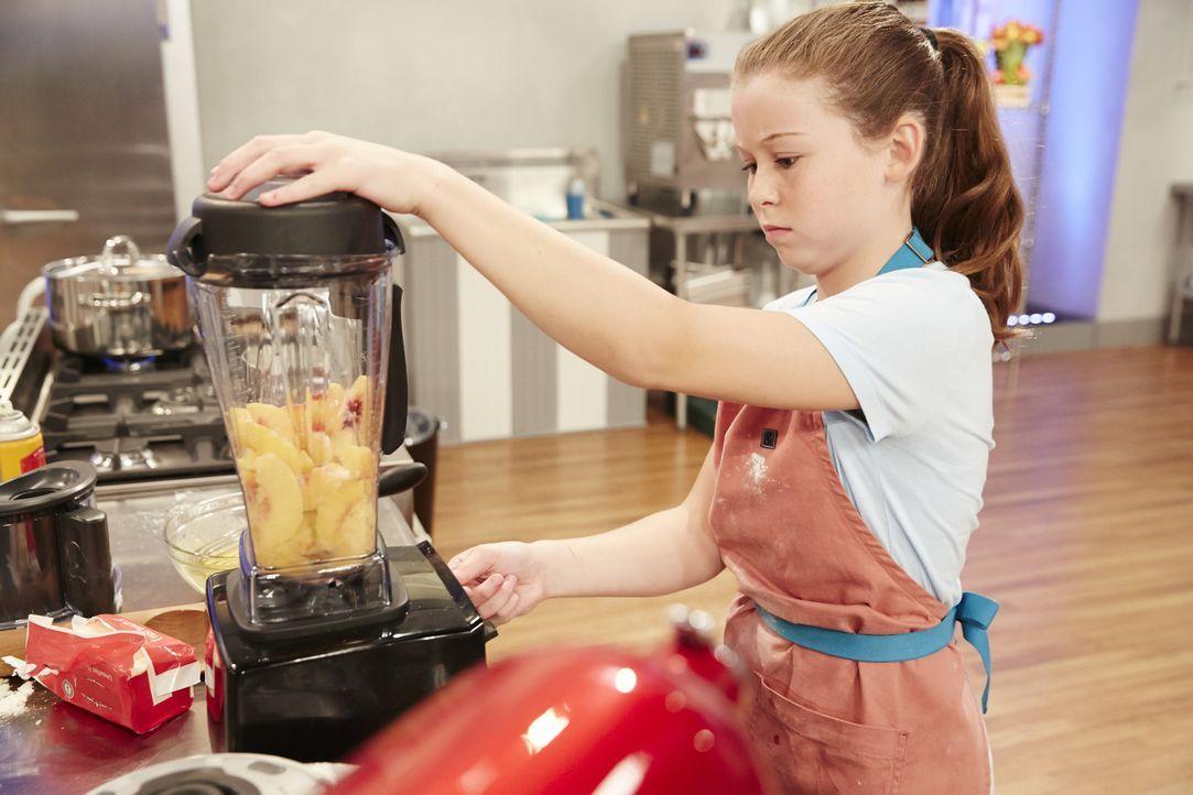 Gleich die erste Challenge hat es in sich: Wird der Blaubeeren Pie von Rebecca Beale der Jury schmecken? - Bildquelle: Greg Gayne 2015, Television Food Network, G.P. All Rights Reserved