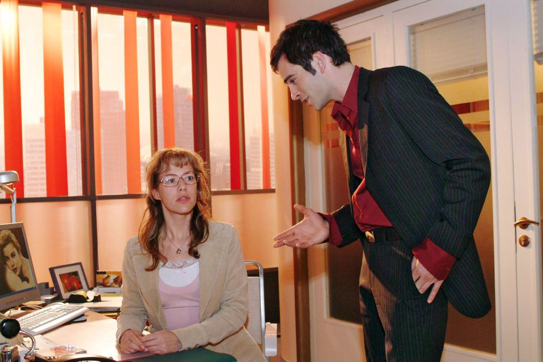 """David (Mathis Künzler, r.) traut seinen Ohren nicht, als Lisa (Alexandra Neldel, l.) ihm ihre Unlust, bei """"B.STYLE"""" weiterzumachen, schildert. (Dies... - Bildquelle: Monika Schürle SAT.1 / Monika Schürle"""