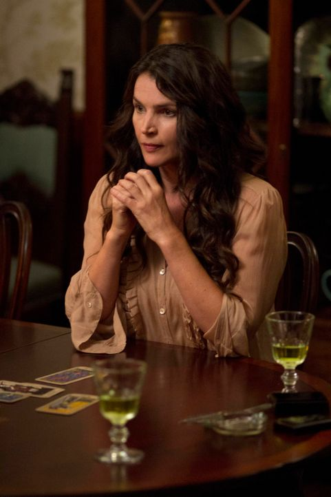 Das plötzliche Auftauchen ihrer Schwester Wendy bedeutet nichts Gutes für Joanna Beauchamp (Julia Ormond) und ihre Töchter ... - Bildquelle: 2013 Twentieth Century Fox Film Corporation. All rights reserved.