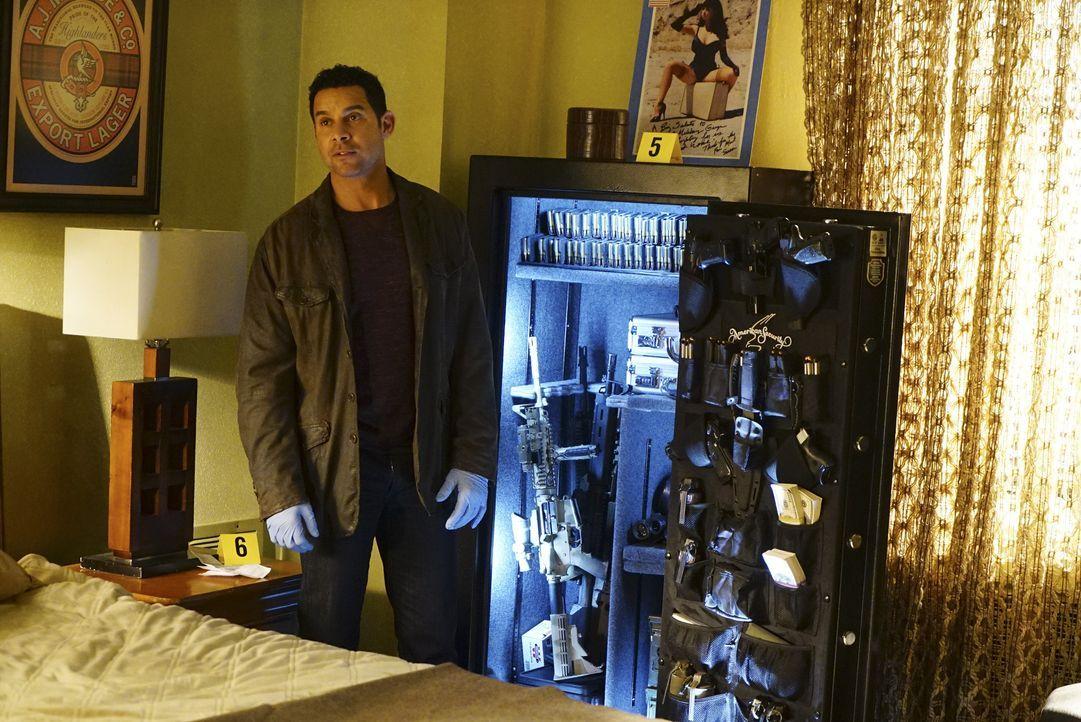 Überrascht stellt Esposito (Jon Huertas) fest, dass das Opfer kein unbeschriebenes Blatt war ... - Bildquelle: Richard Cartwright ABC Studios / Richard Cartwright