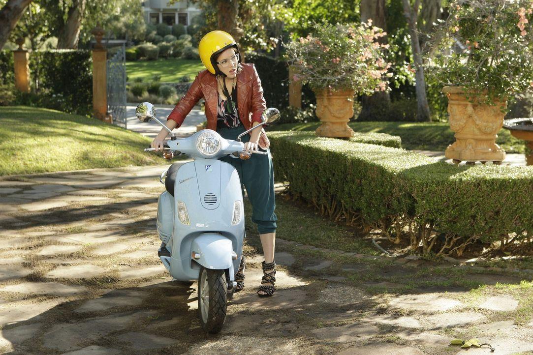 Wird Silver (Jessica Stroup) einen guten Eindruck bei ihrem zukünftigen Schwiegervater machen? - Bildquelle: TM &   CBS Studios Inc. All Rights Reserved