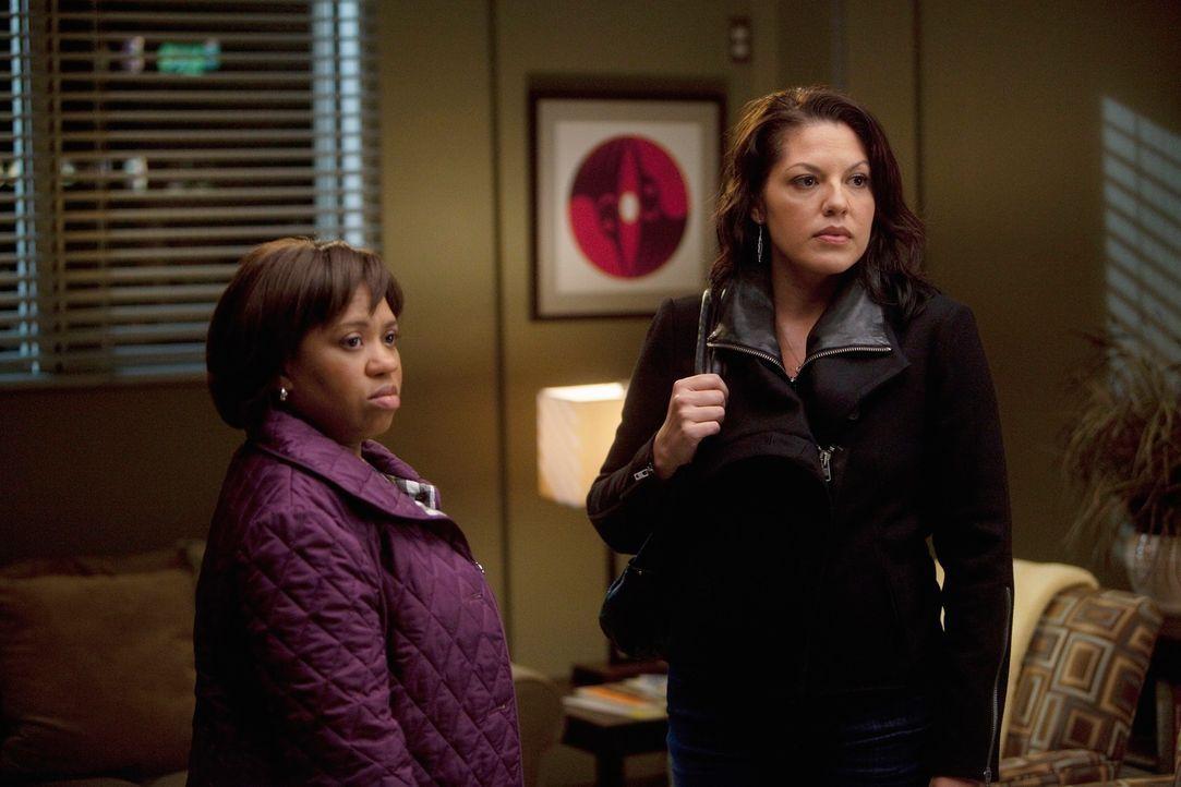 Während Cristina Owen drängt, ihr alles über seine Affäre zu erzählen, nehmen Callie (Sara Ramirez, r.) und Miranda (Chandra Wilson, l.) nur widerwi... - Bildquelle: Touchstone Television