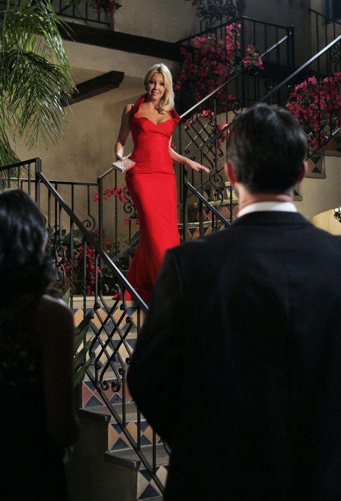 Gute Miene zum bösen Spiel - Ben (Billy Campbell, r.) flirtet mit Riley (Jessica Lucas, l.), doch Amanda (Heather Locklear, M.) versucht sich nicht... - Bildquelle: 2009 The CW Network, LLC. All rights reserved.