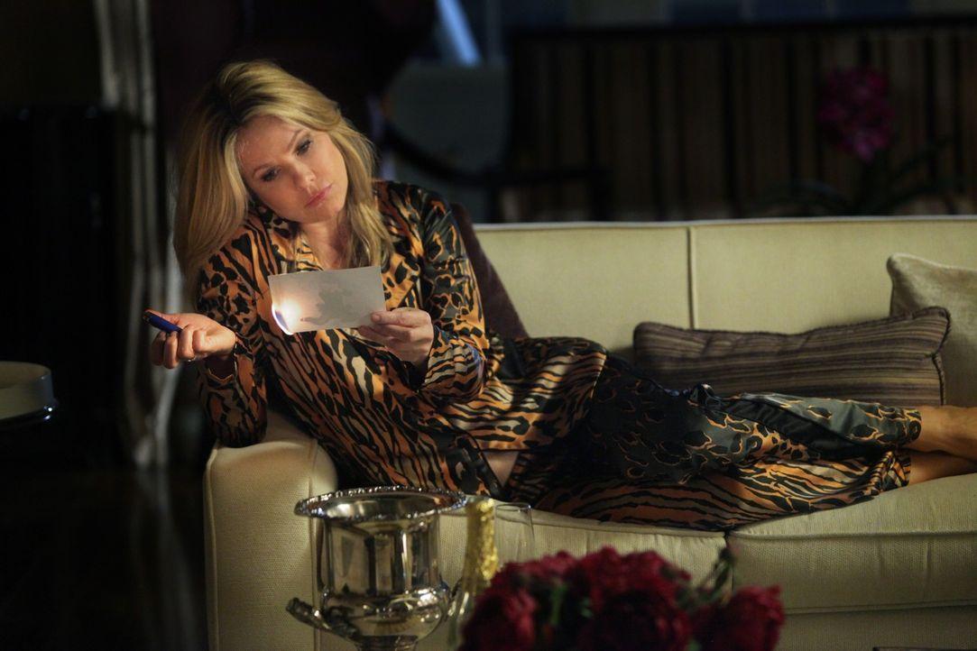 Andrews Ex-Frau Catherine (Andrea Roth) ist zutiefst enttäuscht von ihrer Tochter Juliet und macht das auf ihre eigene Art und Weise deutlich ... - Bildquelle: 2011 THE CW NETWORK, LLC. ALL RIGHTS RESERVED