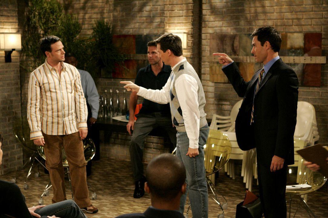 Durch sein arrogantes Auftreten hat sich Will (Eric McCormack, r.) selbst ins Aus befördert - da kann auch Jack (Sean Hayes, M.) nicht mehr helfen .... - Bildquelle: Chris Haston 2003 NBC, Inc. All rights reserved.