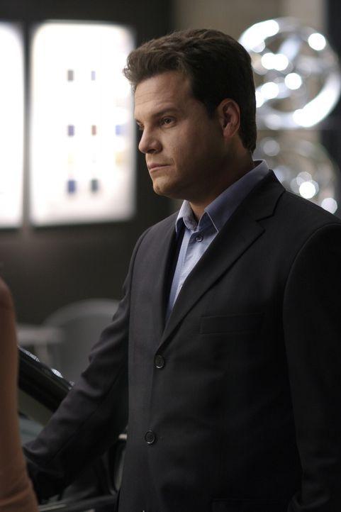 Keith (Craig Sheffer) ist sofort Feuer und Flamme für eine Frau, die zufällig seinen Shop betritt ... - Bildquelle: Warner Bros. Pictures