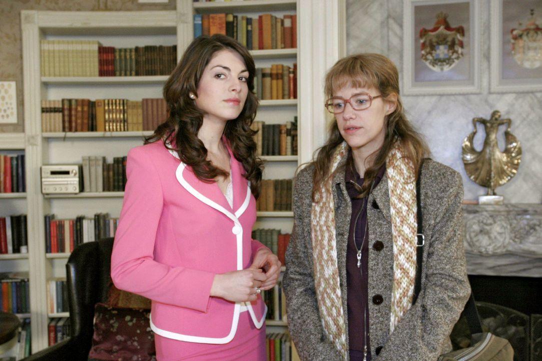 David hat ausgerechnet Lisa (Alexandra Neldel, r.) gebeten, ihm dabei zu helfen, Mariella (Bianca Hein, l.) zurückzugewinnen. Sein Plan geht nicht... - Bildquelle: Sat.1