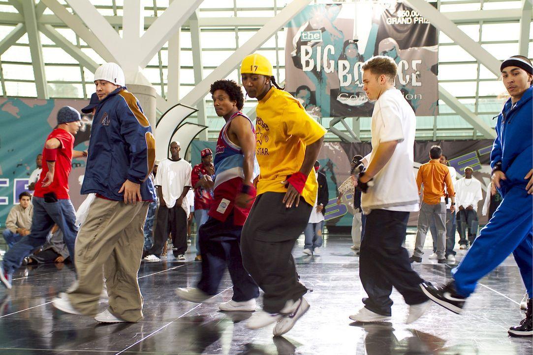 David (Omari Grandberry, M.) und Elgin haben die beste Crew und sind daher siegesgewiss, als eine Clique von Weißen sie zu einem Tanzduell herausfo... - Bildquelle: 2004 Screen Gems, Inc. All Rights Reserved.