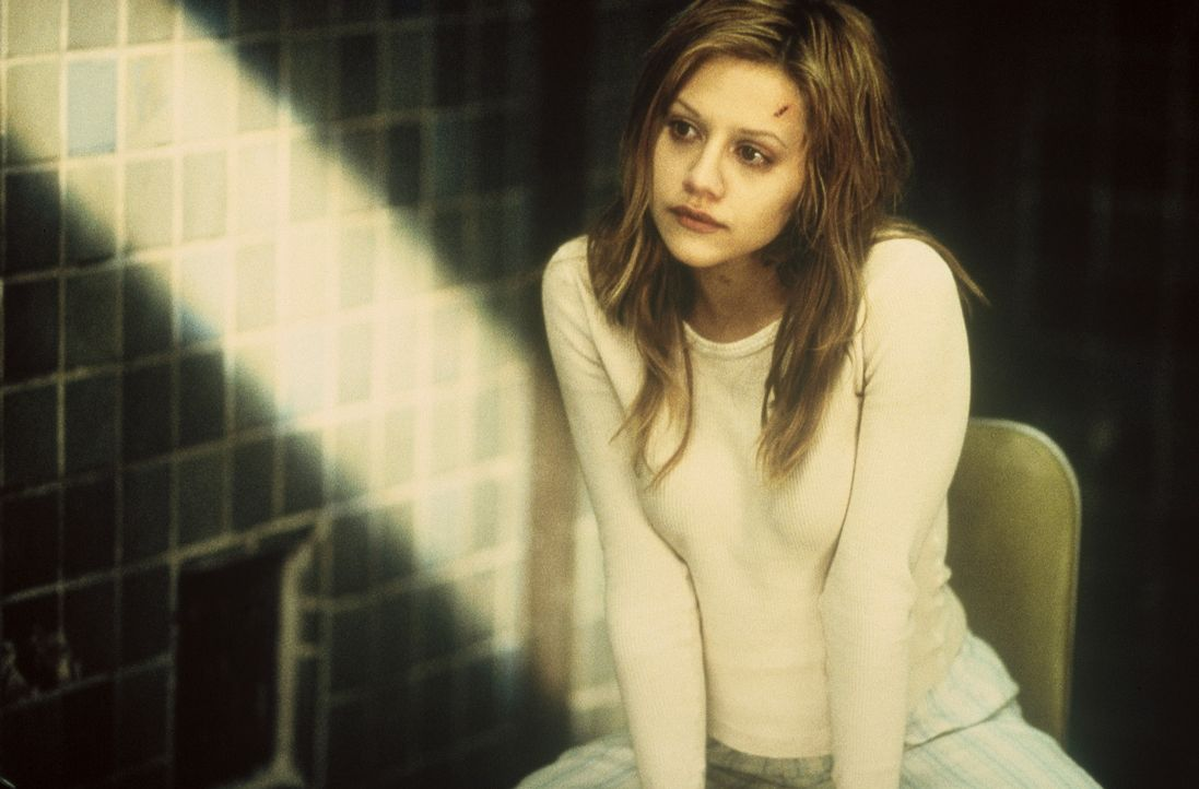 Die traumatisierte 18jährige Elisabeth (Brittany Murphy) verbirgt in ihrem Kopf einen sechsstelligen Code, der zu einem Zehn-Millionen-Dollar-Diama... - Bildquelle: 20th Century Fox Film Corporation