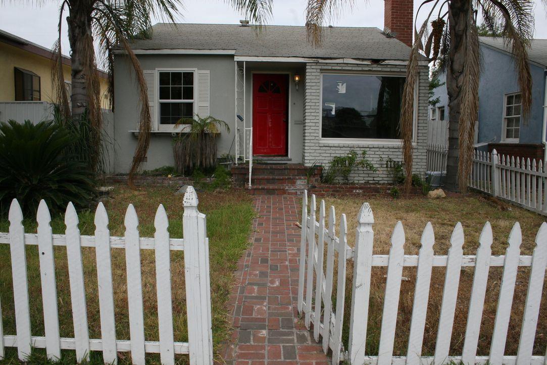 In der Hoffnung, die Renovierung schnell hinter sich bringen zu können, entscheiden sich Tarek und Christina für ein kleines Haus in Long Beach. - Bildquelle: 2015,HGTV/Scripps Networks, LLC. All Rights Reserved