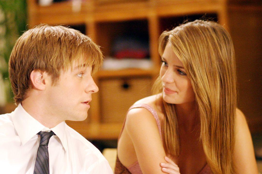 Verbringen ihre erste Nacht zusammen: Marissa (Mischa Barton, r.) und Ryan (Benjamin McKenzie, l.) ... - Bildquelle: Warner Bros. Television