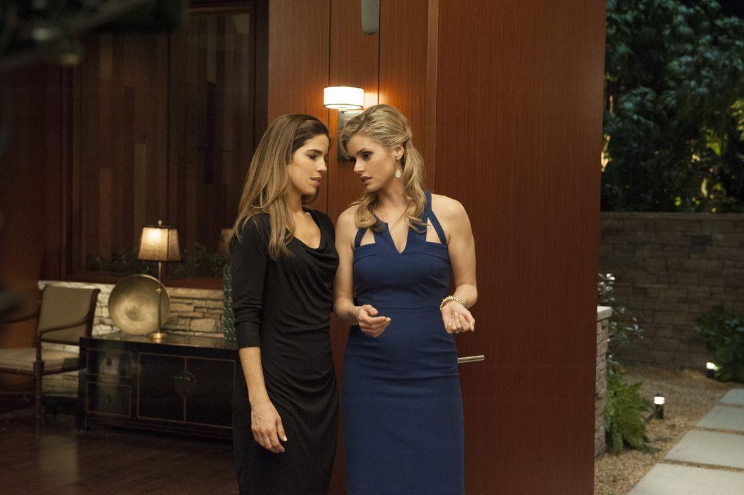 Um mehr über Floras Tod herauszufinden, schlägt Marisol (Ana Ortiz, l.) Taylor (Brianna Brown, r.) vor, eine Dinnerparty zu geben. Doch wird sie die... - Bildquelle: ABC Studios